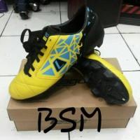 Sepatu Bola League