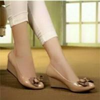 WEDGES PITA SKL18 Cream Sepatu Murah wanita bahan kulit sintetis kilap