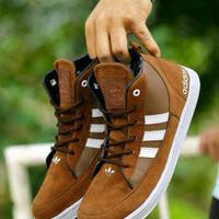 Adidas Neo High Coklat Sepatu Casual / Olahraga Jogging Lari Santa