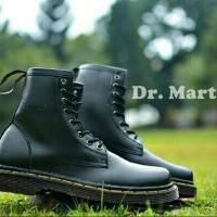 Sepatu Boot DOCMART Dr. Marteens 8 HOLE - Outdoor Pria Wanita (KULIT)