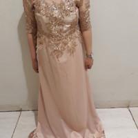 Sewa gaun pesta mama pengantin warna gold