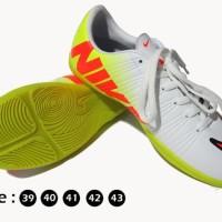 Sepatu futsal nike terbaru Minggu ini - ready nike specs puma ardiles