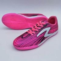 sepatu futsal untuk dewasa specs barricada ultra black pink list white