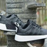 Sepatu Adidas NMD R2 / Cewek Wanita Lari Gym Voli Tenis  Badminton